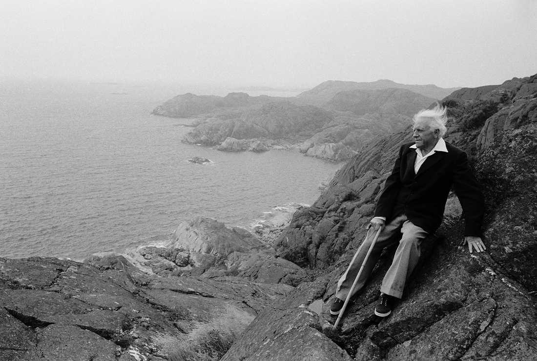Författaren och nobelprisvinnaren Pär Lagerlvist fotograferad på Tjörn 1966.