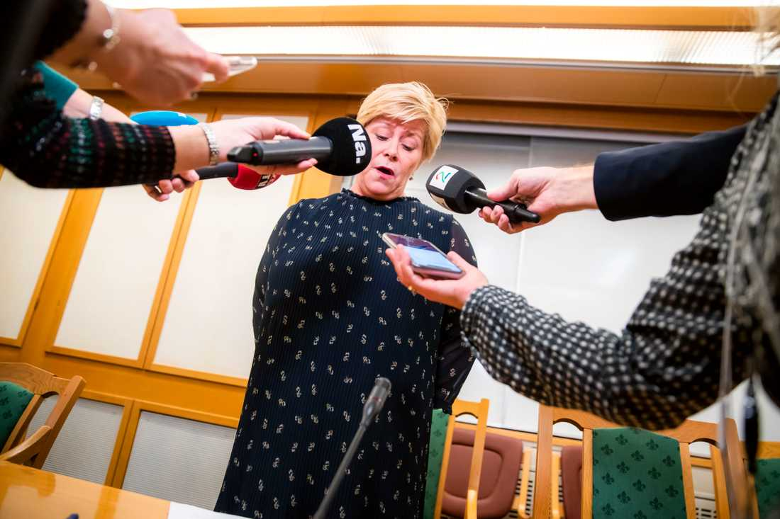 Fremskrittspartiets Siv Jensen aviserar att hennes högerpopulistiska parti lämnar regeringssamarbetet i Norge.