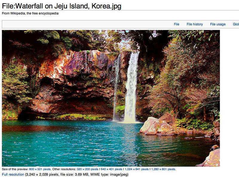 Äkta Här är bilden på det riktiga vattenfallet, som ligger i Korea.