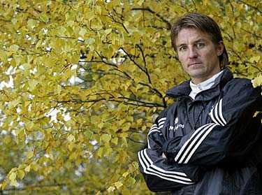 """UNDER PRESS AIK:s tränare Patrick Englund säger sig vara van betydelsefulla matcher. Sportbladet träffade honom för en intervju inför derbyt mot Hammarby i morgon. """"Jag har spelat många viktigare matcher. Väldigt många"""", säger fotbollssveriges kanske mest pressade man."""
