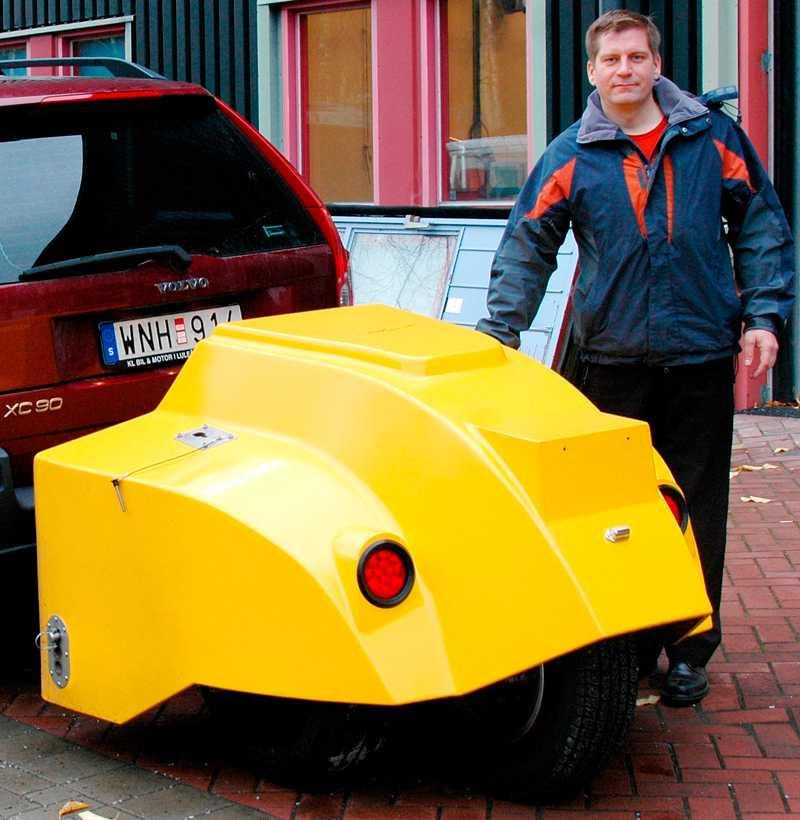 Forskaren Niclas Engström i Luleå gör testet på uppdrag av Trafikverket, för att hitta ett sätt att ställa funktionskrav på vinterdäck.