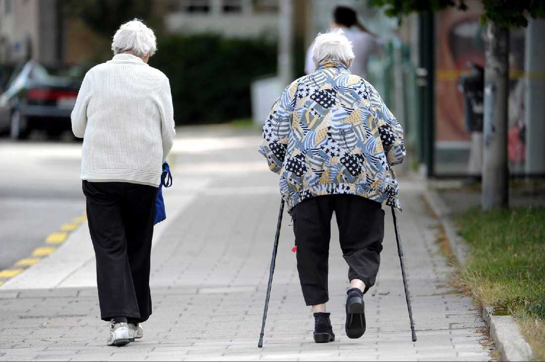 Medelinkomsten för pensionärer är 15 000 kronor i månaden. På det betalar pensionärerna 340 kronor mer i skatt än en löntagare med motsvarande inkomst.