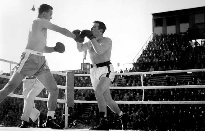 Ingemar Johansson vann på knockout i EM-titelmatchen mot Henry Cooper, Storbritannien. Fighten gick på Hovet, Stockholm 1957.
