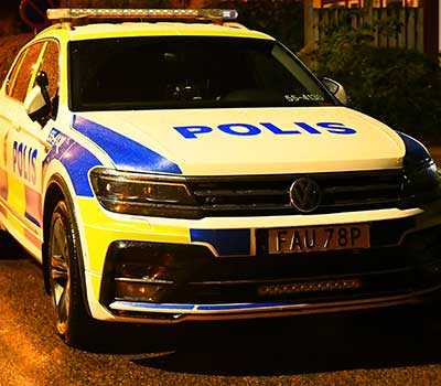 Polisen var på plats i villaområdet i Falkenberg efter skottlossningen.