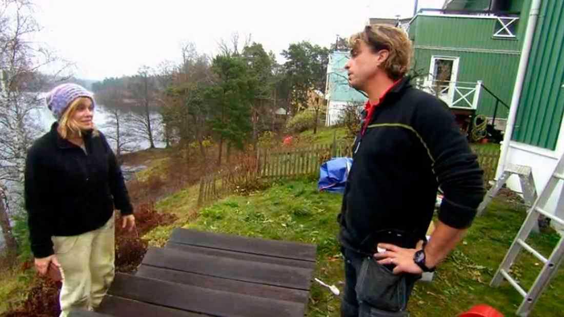 """Anders Öfvergård hemma hos Pernilla Wahlgren i """"Arga snickaren VIP"""" 2015."""