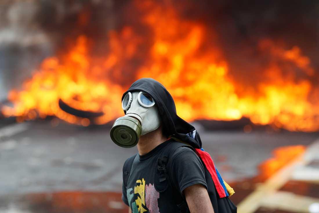Protester i Caracas under måndagen.