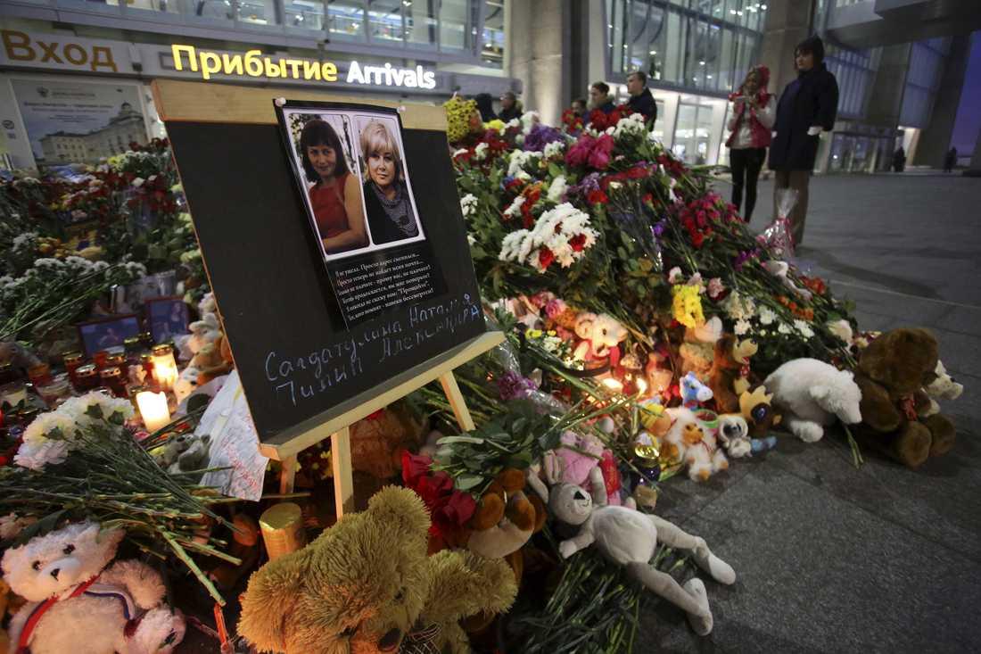 Blommor vid flygplatsen i St Petersbur, Ryssland.
