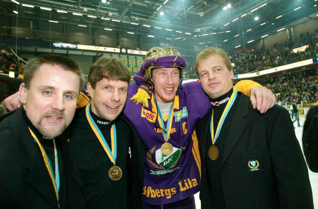 """Tommy Samuelsson, Bo """"Kulon"""" Lennartsson, Jörgen Jönsson och  Bengt-Åke Gustafsson efter FBK:s SM-guld 2002."""