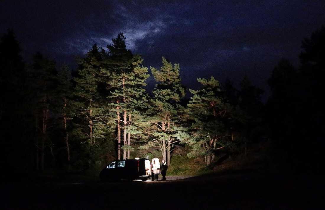 HADE EN SKULD PÅ 500 KRONOR 27-årige Anton misshandlades till döds vid Sisjön utanför Göteborg, bland annat genom slag i huvudet med en träpåk. Han lämnades sedan att dö efter att ett knivhugg träffat hans pulsåder i låret.