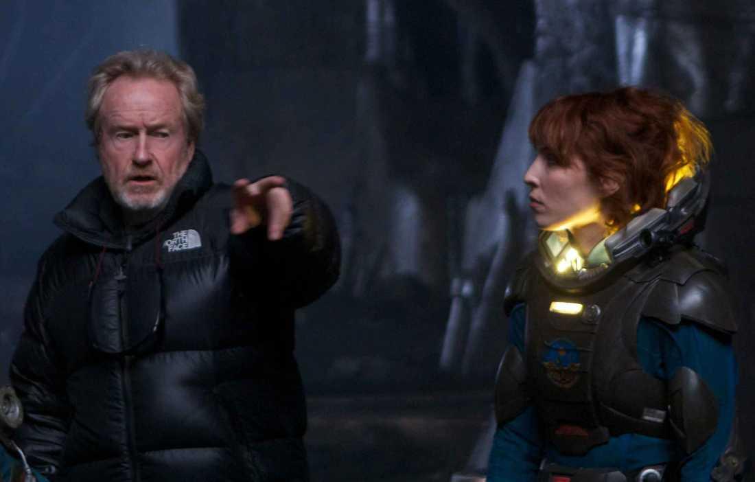 Noomi tillsammans med Ridley Scott.