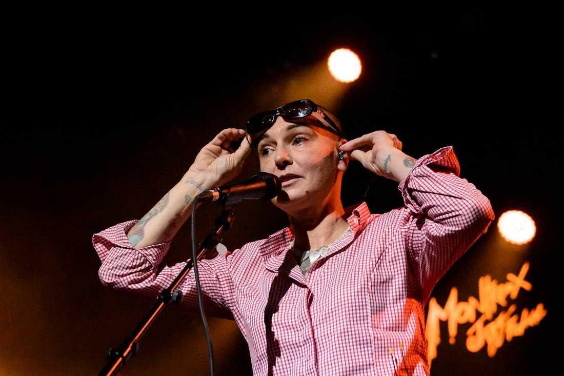 Sinéad O'Connor uppträder på en jazzfestival i Schweiz 2015.