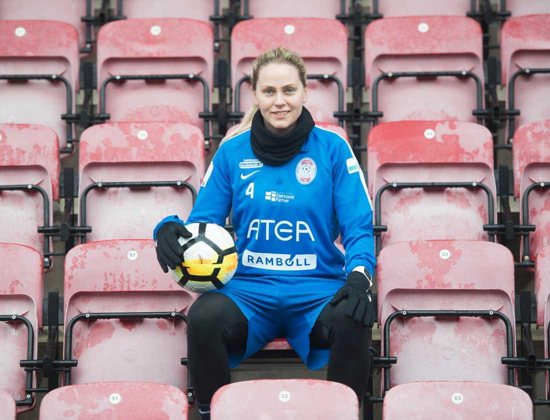 Lisa Dahlkvist satsar allt för att ta sig tillbaka till landslaget.