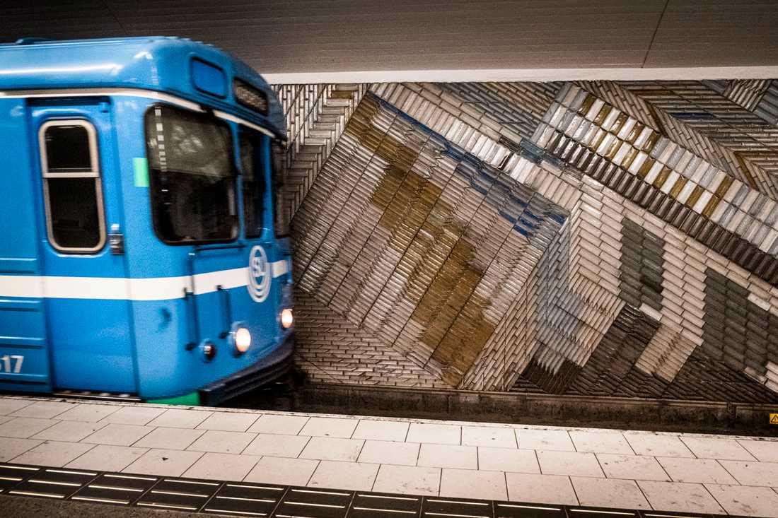 """""""Jag hör mamman som skriker ett djuriskt skrik och ser då att tunnelbanan åker iväg med halva barnvagnen utanför och det är det jävligaste jag sett"""", säger Erica Eriksson, som blev vittne till händelsen, till SVT Stockholm. Arkivbild."""