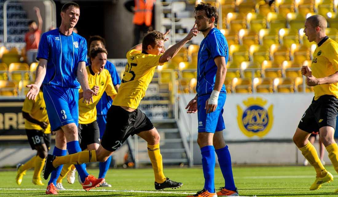 Marcus Rohdén jublar efter sitt 1-0-mål.