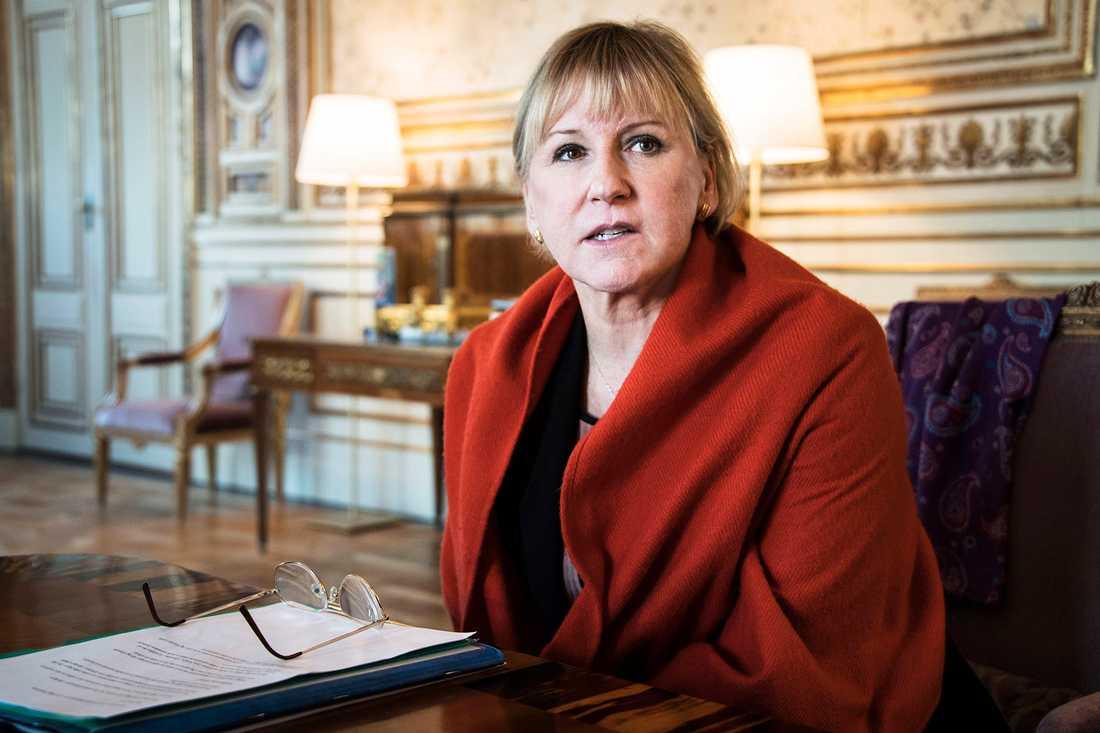"""Margot Wallström menar att Jan Björklunds """"slöjkritik"""" är fel: """"Han är desperat efter att få uppmärksamhet""""."""