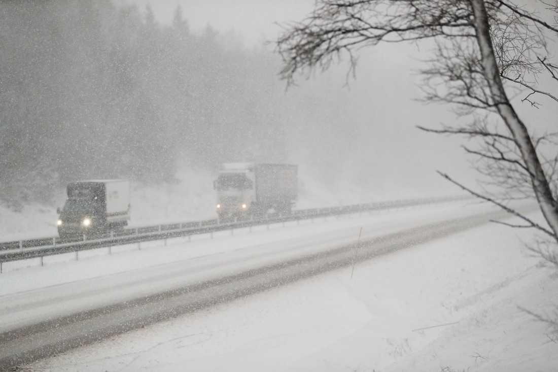Trafikproblem på Hallandsåsen efter gårdagens snöoväder.