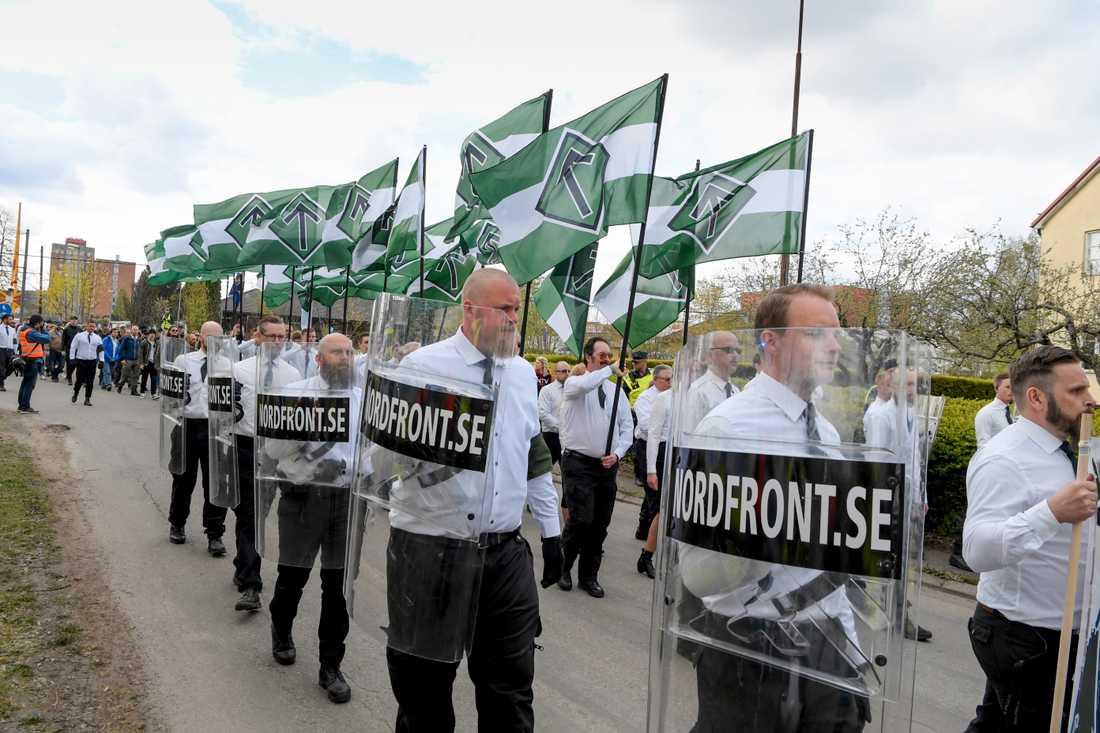 Den nazistiska organisationen Nordiska motståndsrörelsen (NMR) demonstrerar i Ludvika på första maj. Arkivbild.