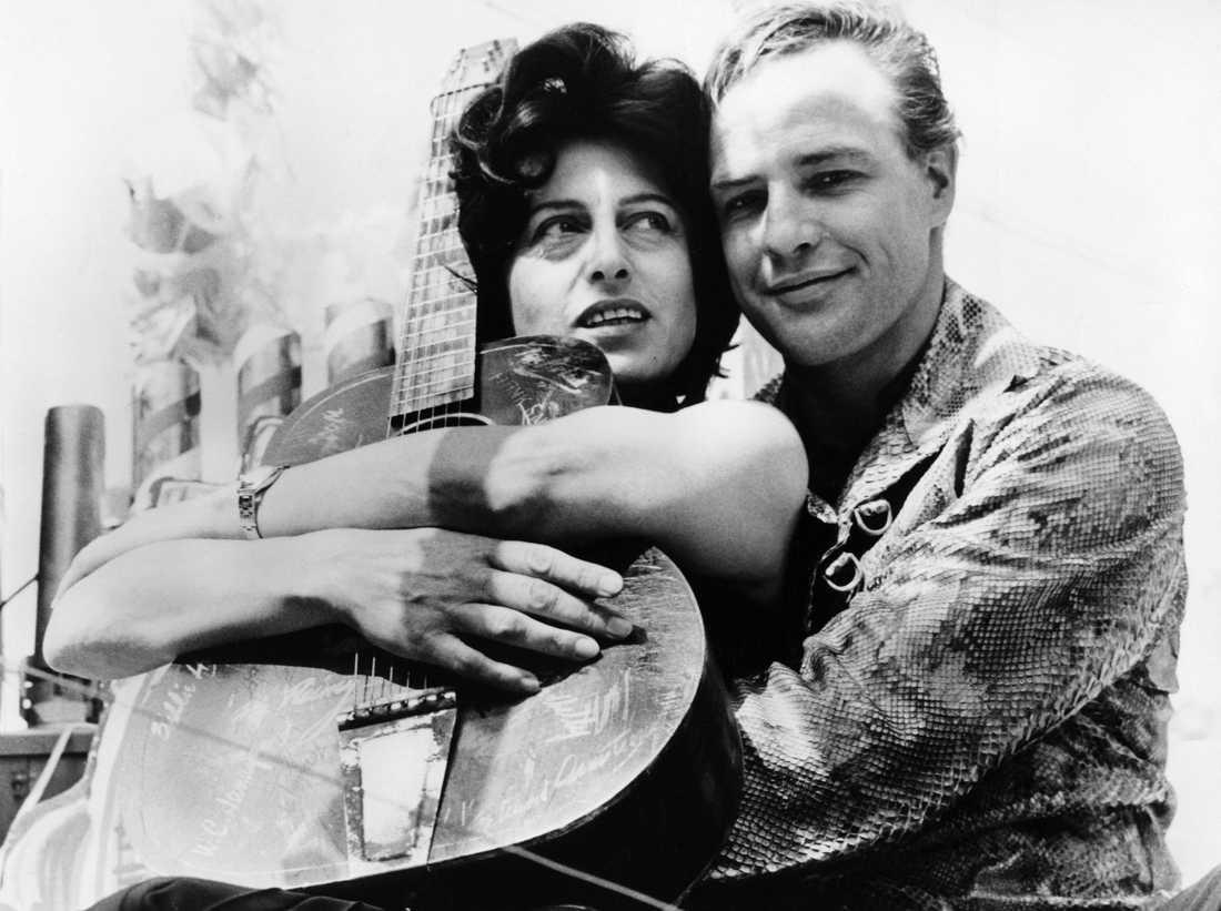 """Marlon Brando och Anna Magnani under inspelningen av filmen """"Mannen i ormskinnsjackan"""", 1959, regisserad av Sidney Lumet."""