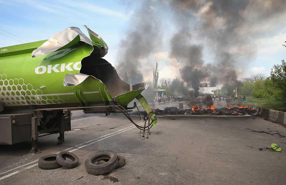 En tankbil har exploderat sedan den antänts nära Kramatorsk, Ukraina.