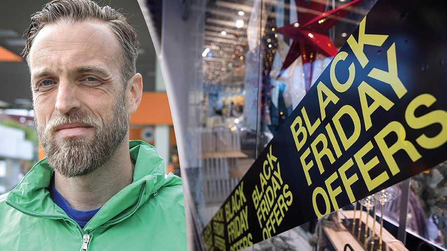 """Samma företag som kallar sig hållbara erbjuder """"köp-tre-betala-för-två"""" på Black Friday. Det är inte en rimlig ordning, det är hyckleri, skriver Gustav Martner."""