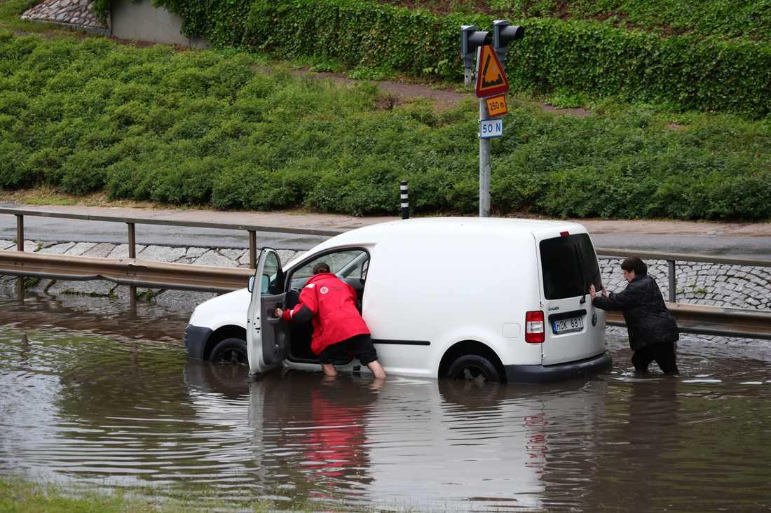 Genomfarten i Motala övervämmad efter ett kraftigt regn.