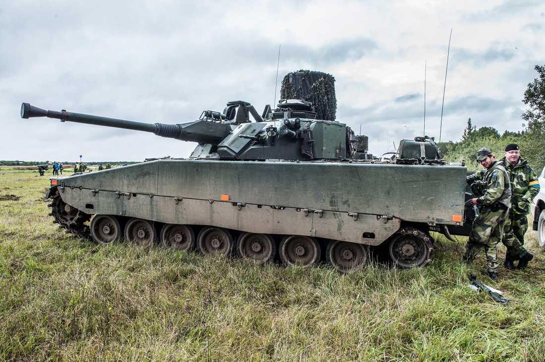Stridsfordon 90 på övning på Gotland. Arkivbild.
