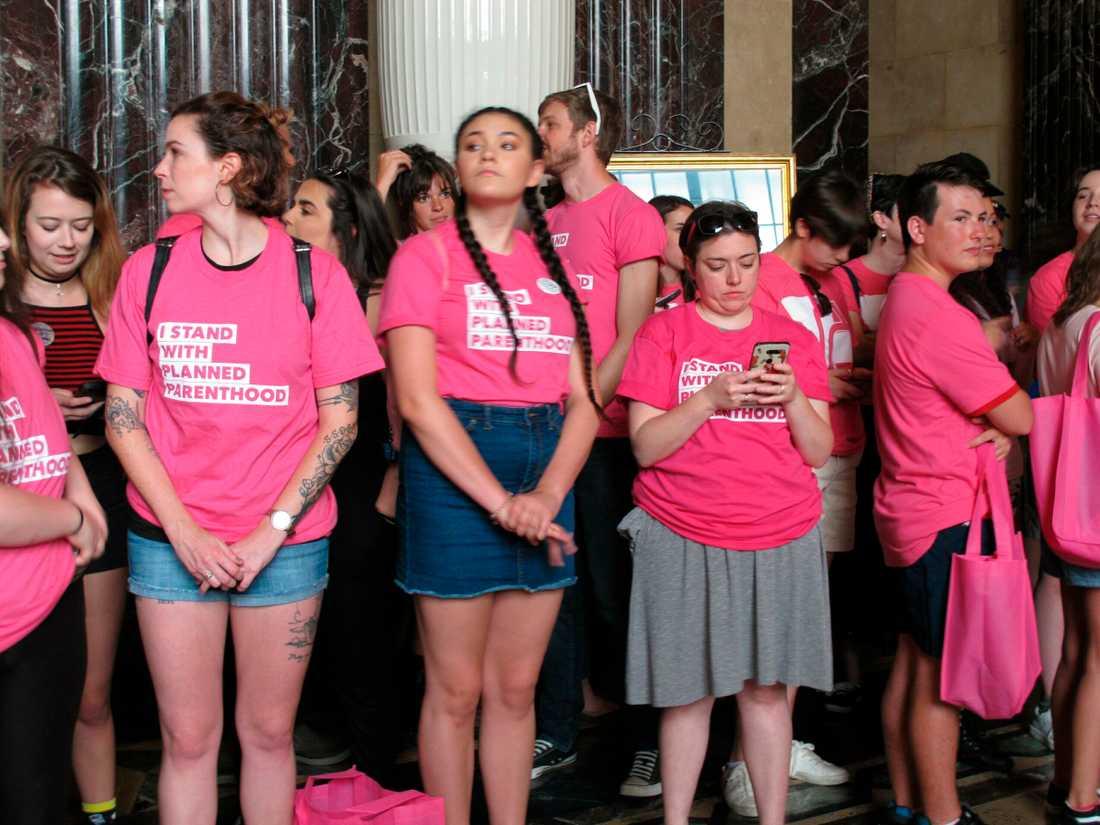 Aktivister protesterar mot Louisianas nya abortlagstiftning.