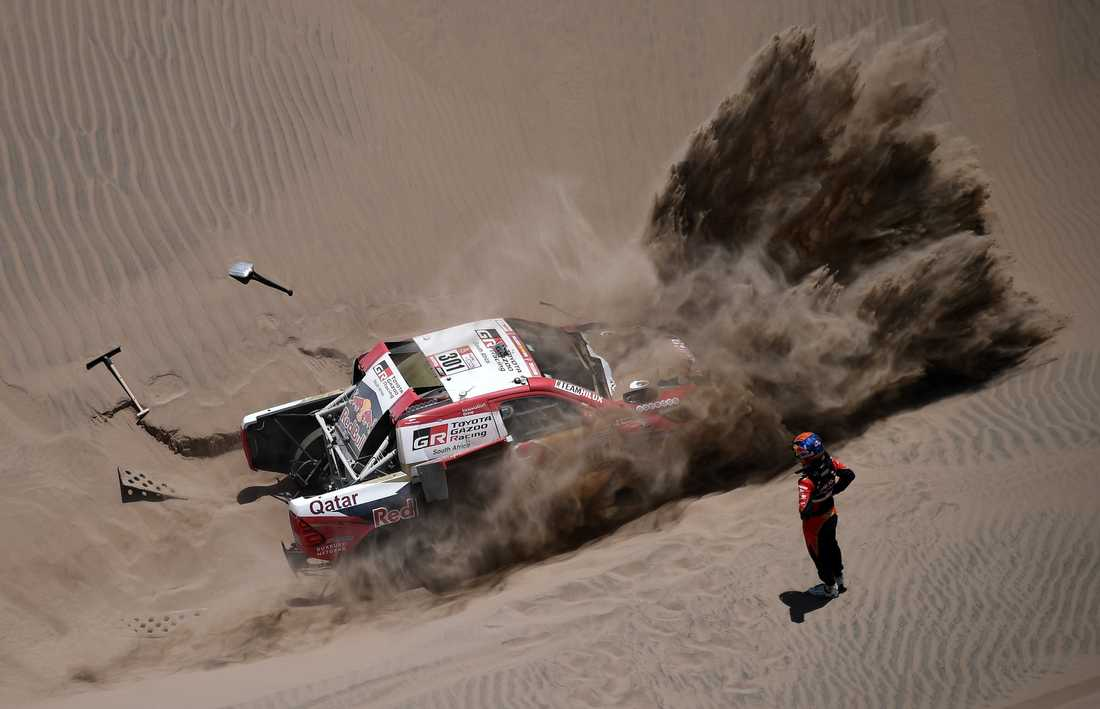 Dakarrallyt: Sam Sunderland bröt och Nasser Al Attiyah fastnade i sanden