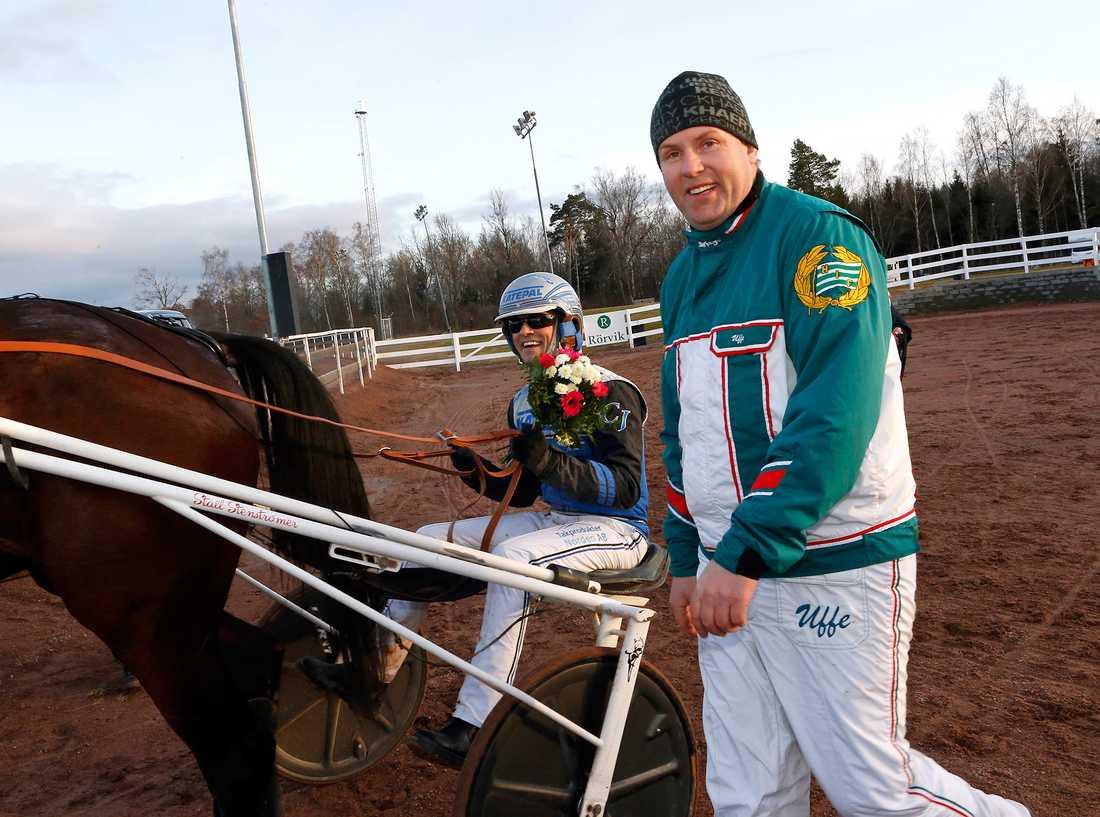 Ulf Stenströmer visar alltid sin kärlek till Hammarby – även på travbanan.