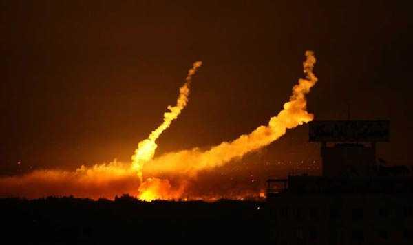 På måndagskvällen rasade striderna inne i Gaza City.