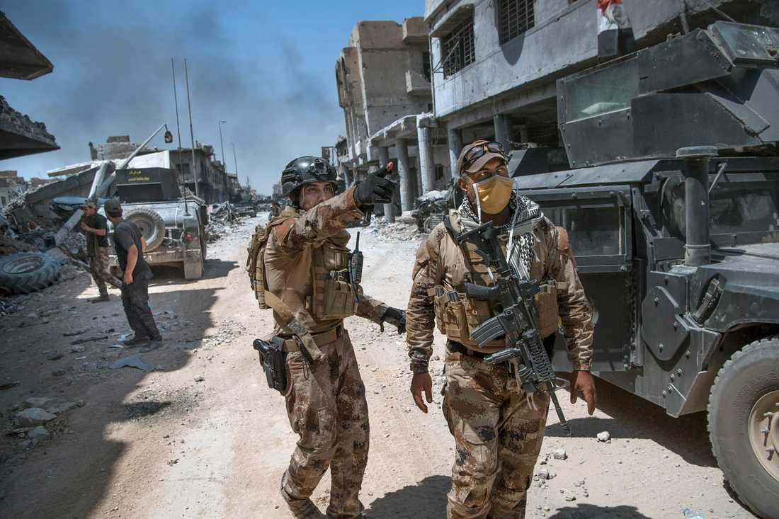 Slutstriden i Mosul utspelar sig i gamla stans trånga gränder där militärfordon har svårt att ta sig fram. Stora delar av striderna sker nu man mot man.