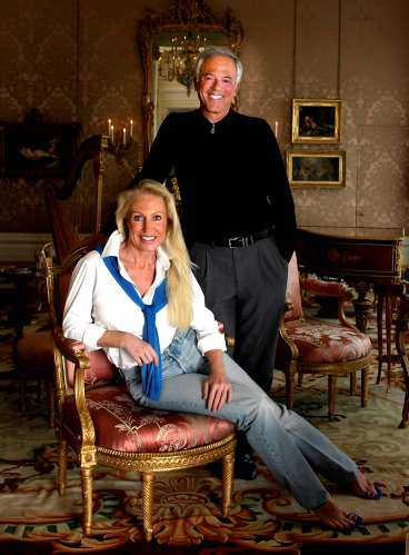 slåss om miljarderna I juli, då parets privatjet landade i Houston i Texas, dumpade David sin hustru. Nu slåss parterna om miljardförmögenheten.