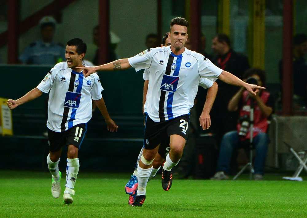 Luca Cigarini jublar efter målet som sänkte Milan.