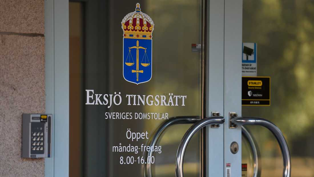 Tre män åtalas vid Eksjö tingsrätt efter två stora beslag av sprängämnen på olika platser i Småland i höstas. Arkivbild.