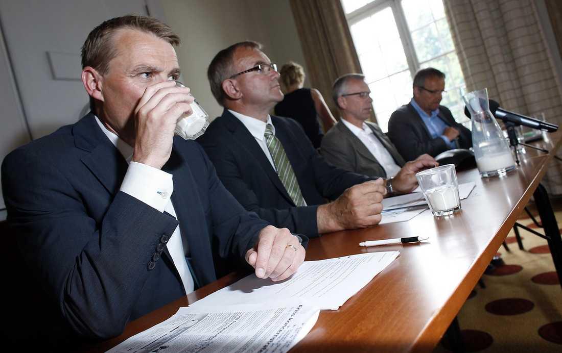 Christer Åberg till vänster, vd på Arla, tillsammans med Göran Henriksson, vd på Milko, längst till höger.