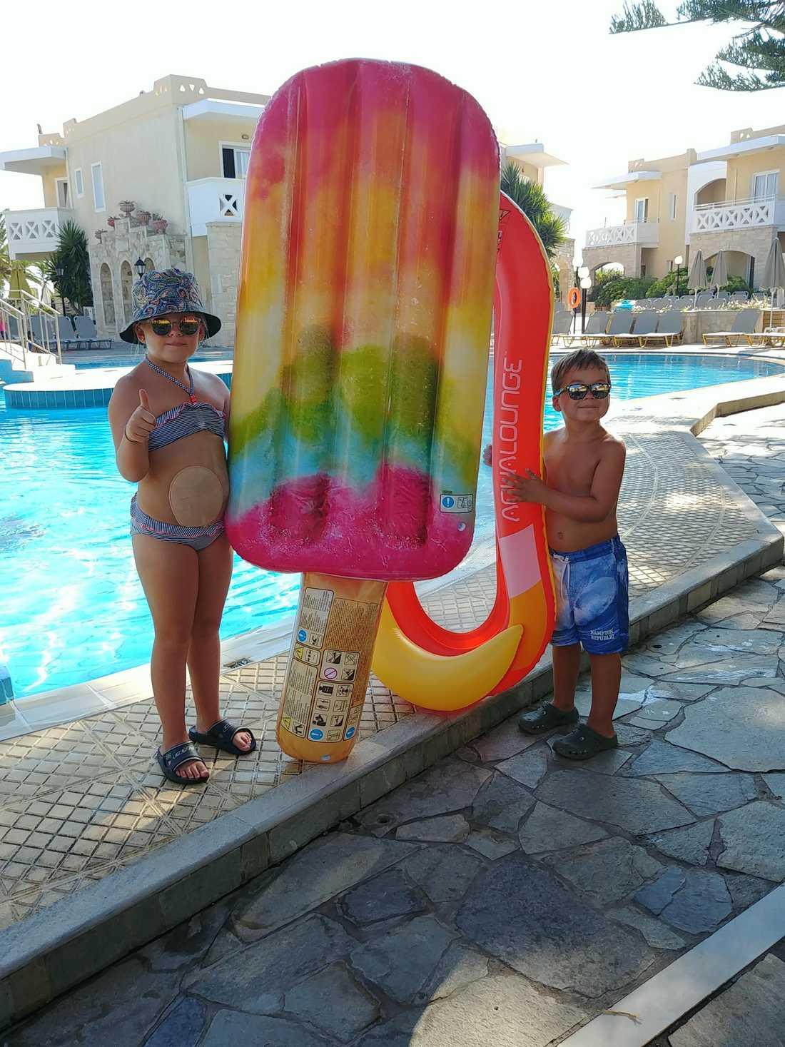 Hedda med sin lillebror Hilding, 6,  under semestern på Gran Canaria.