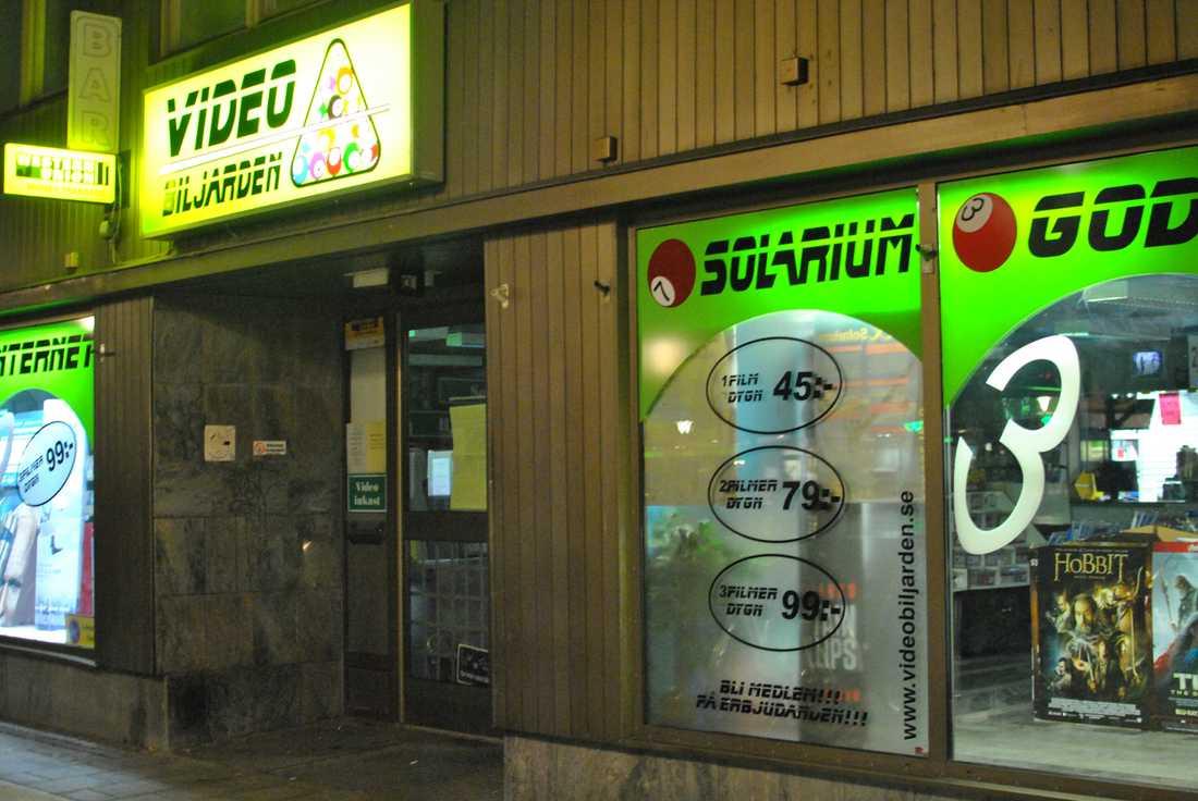 Videobiljarden i centrala Örebro efter rånet.
