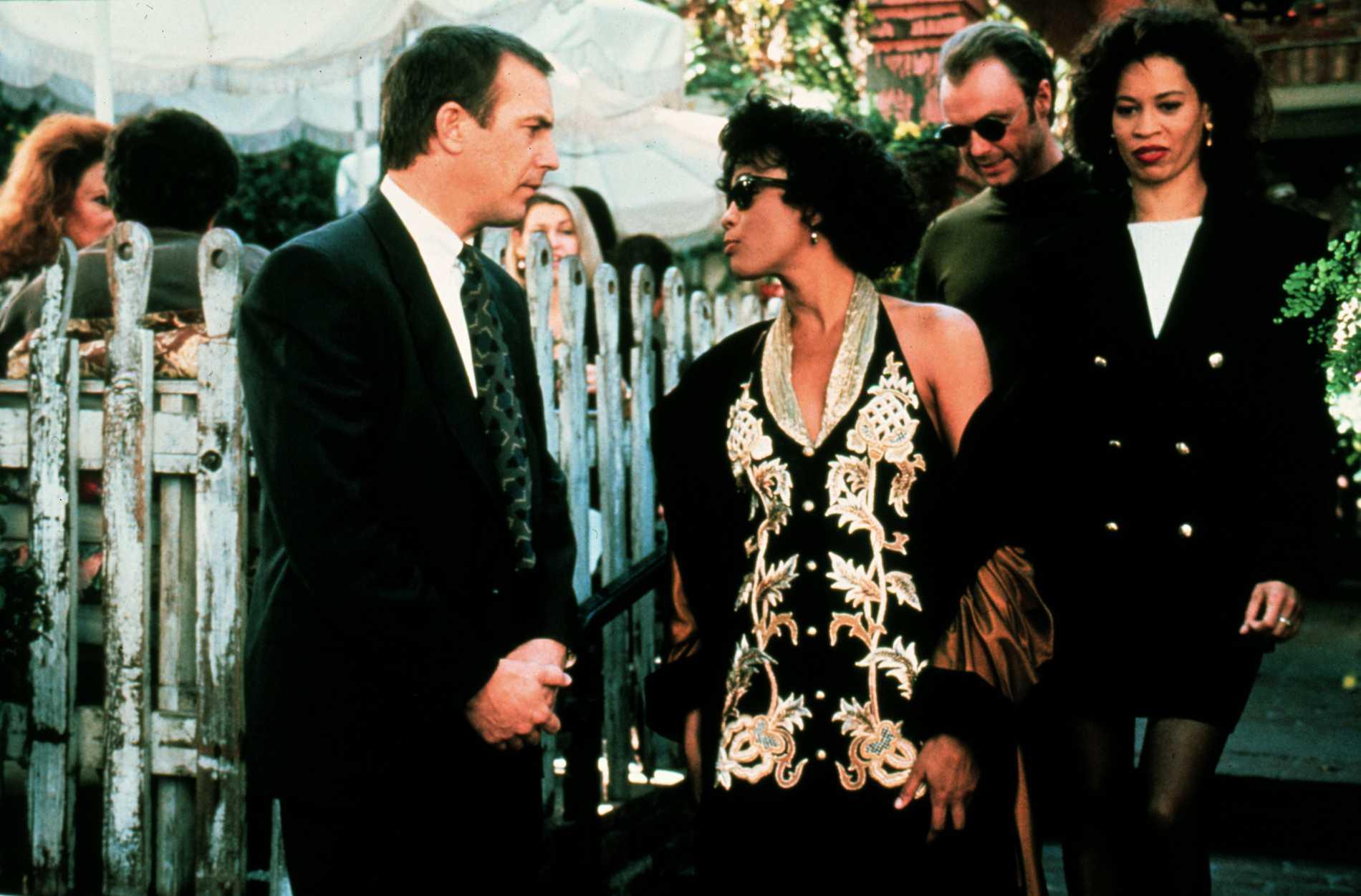 "Kevin Costner och Whitney Houston i ""The bodyguard""."