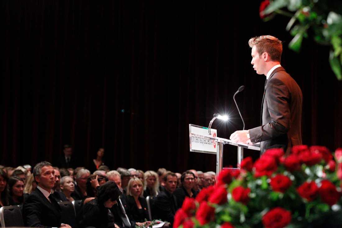 AUF:s ordförande Eskil Pedersen höll tal.