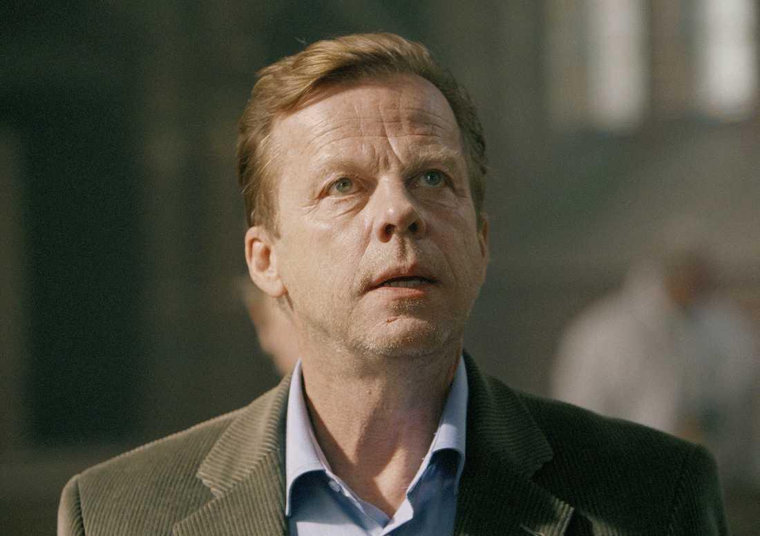 Tillbaka till Ystad Krister Henriksson kommer att spela huvudrollen i 13 nya filmer om Kurt Wallander. Johanna Sällströms karaktär kommer att skrivas ut ur handlingen.