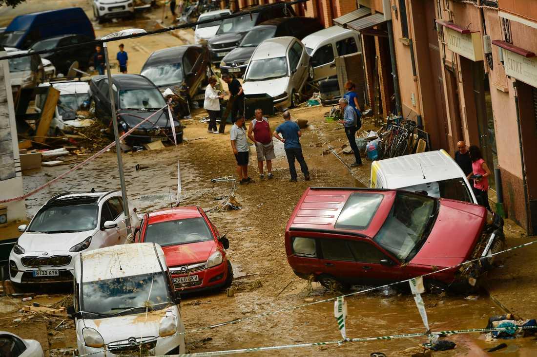 En man har hittats död efter kraftiga översvämningar till följd av ett ihållande regnoväder i norra Spanien.