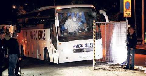 Närmare 100 poliser fick skydda Levski Sofias spelare och ledning. Bussen fick sedan poliseskort till Arlanda flygplats.