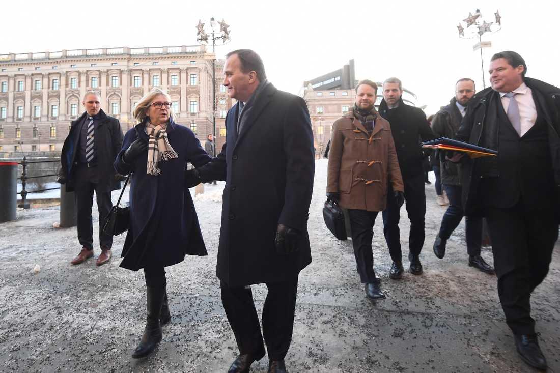 Statsminister Stefan Löfven (s) lämnar riksdagshuset.