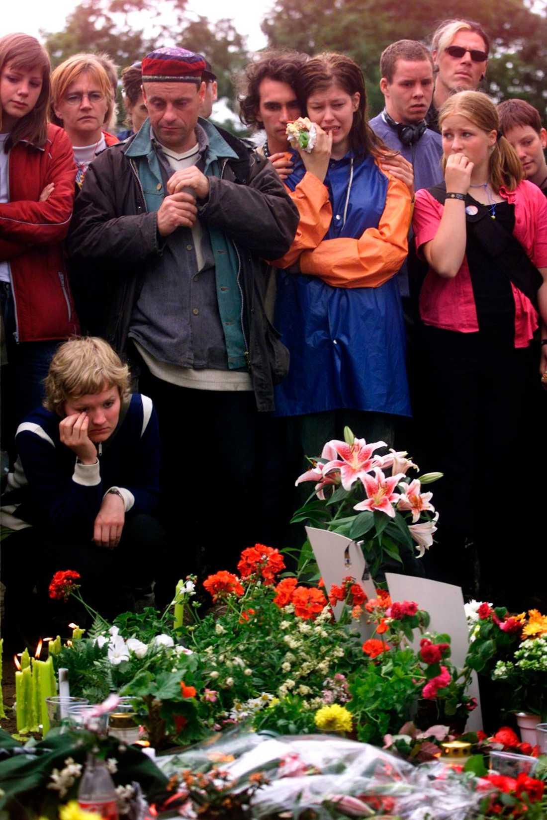 Sörjande festivalbesökare på Roskilde, 2000.