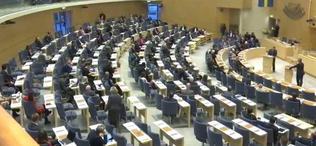 Dags för partiledardebatt i riksdagen.