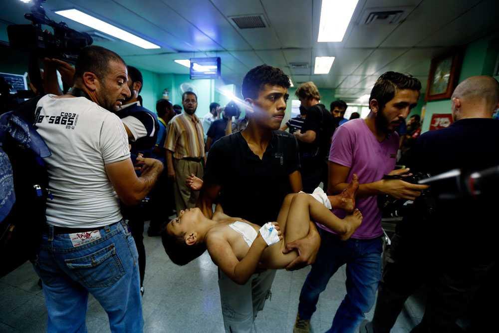 Den 24 juli beskjuter Israel FN-skolan i Beit Hanoun. Minst 15 människor dör, bland dem en bebis. Två dagar tidigare hade UNRWA, FN:s organ för palestinska flyktingar, meddelat att man hittat gömda raketer på en av FN-skolorna som stod tom.