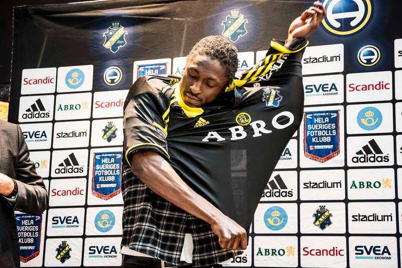 Den 23 december 2014 presenterade AIK Dickson Etuhu – nu har han lämnat.