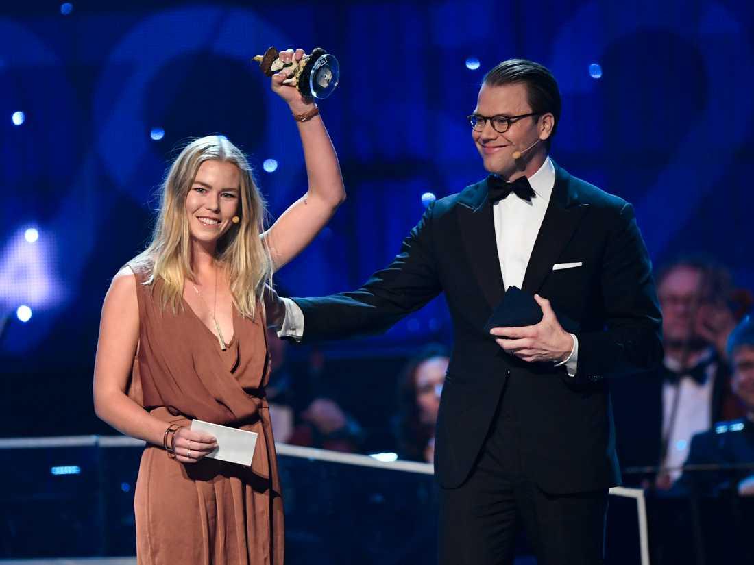 Grundaren Cecilia Safaee (fd Andrén Nyström) tar emot nätverkets pris som Årets Peppare under Idrottsgalan 2017.