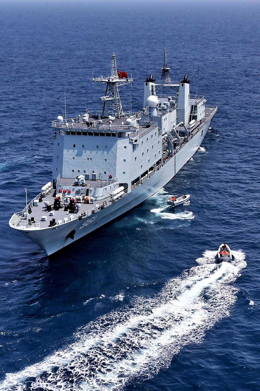 Kinesiska krigsfartyg under en flottövning.