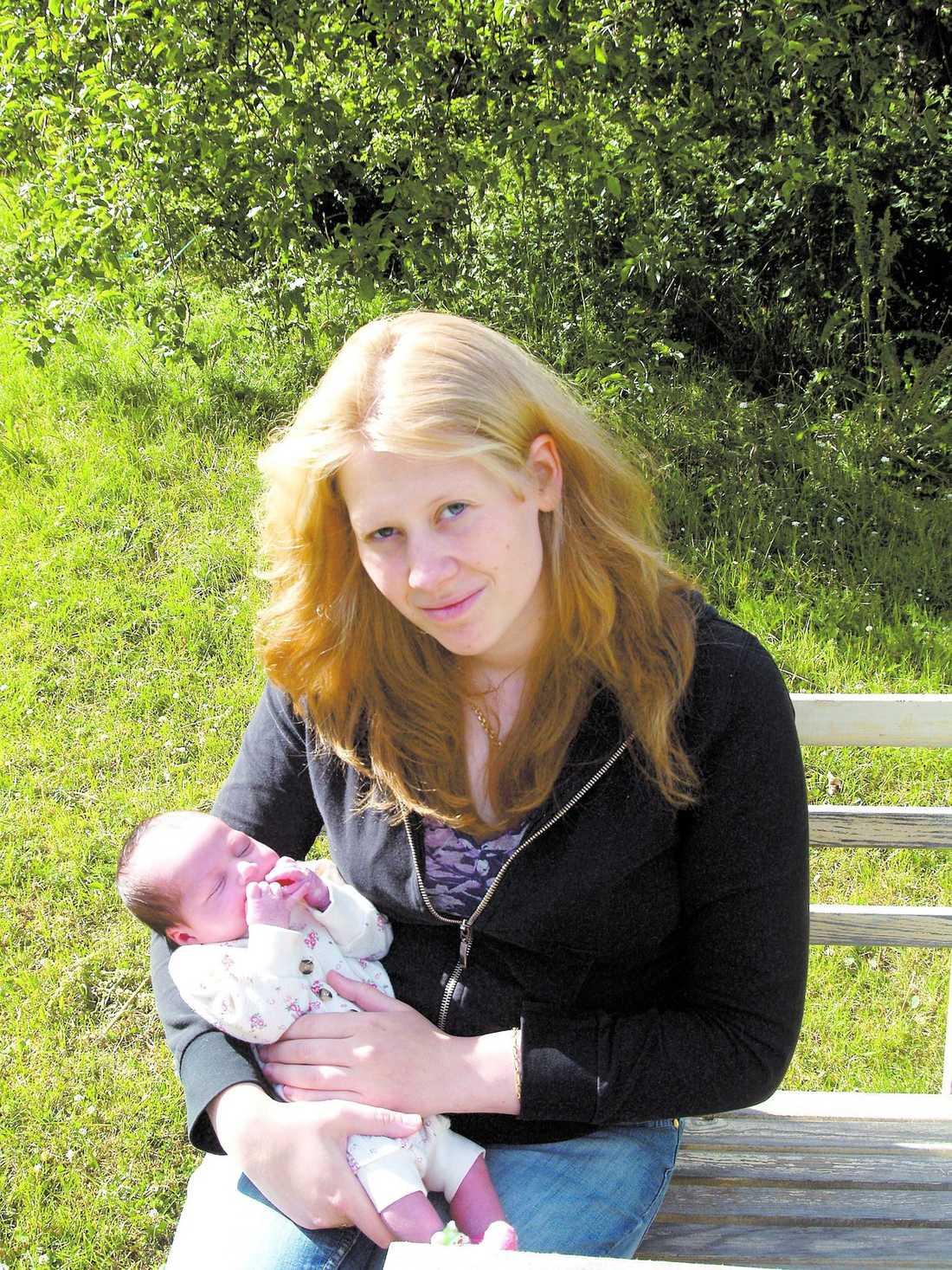 Ung mamma Clara gick sista året på gymnasiet och hade bestämt sig för att bli barnmorska när hon blev gravid.